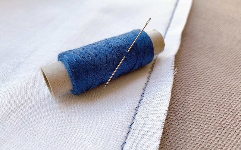 blind hem stitch by hand on a white fabric