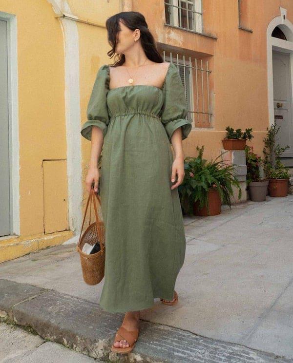 woman wearing a pouffe sleeve dress