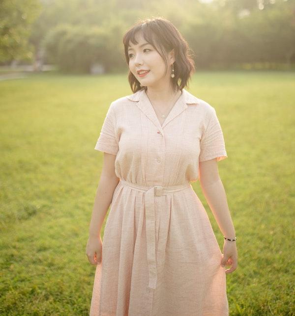 woman wearing a light color shirt dress