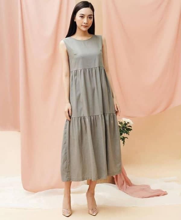 woman wearing a smock dress