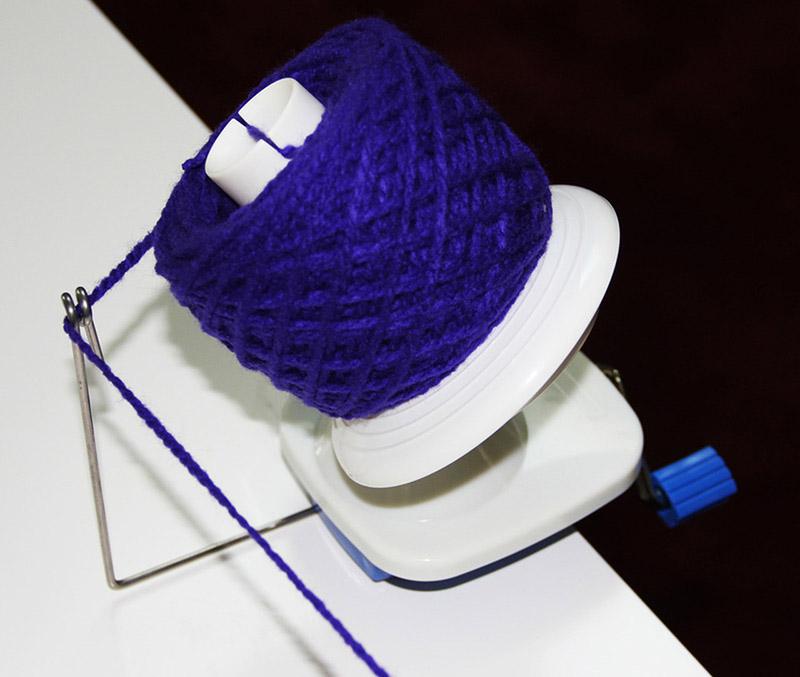 Stanwood Needlecraft Hand-Operated Yarn Ball Winder