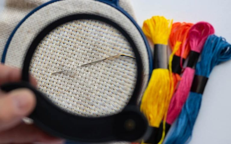 best magnifying glass for embroidery